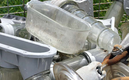 wastes: pieces of glass and iron by Electrical insulators in a controlled discharge of solid wastes