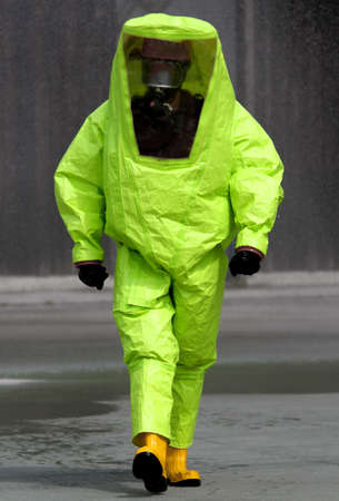 非常に危険な生物学的エージェントによって汚染されている区域で手術中に専門家