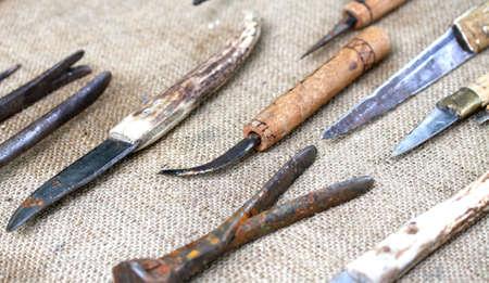 ferreteria: muchas herramientas antiguas y herramientas herrador obsoletos 2