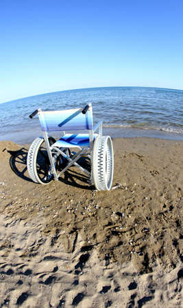 ingenious: ingenious wheelchair to ensure the mobility of disabled people on the beach and the sea Stock Photo