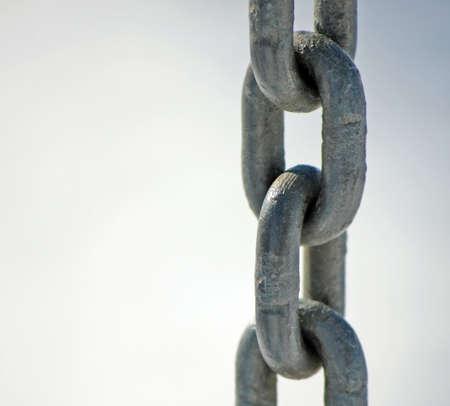 ferreteria: robusta cadena de acero inoxidable con anillos