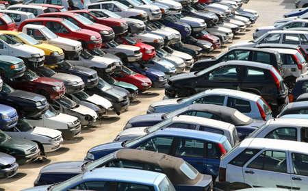 metalschrott: mehrere Autos auf dem Hof ??des Automobils Schrottplatz zerstört