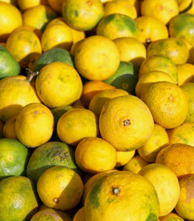 limon: Yellow lemons from Sicily for sale at the local market Stock Photo