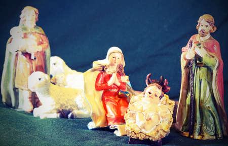 presepio: Mary and Joseph with the child Jesus in the manger with a shepherd and sheep Stock Photo