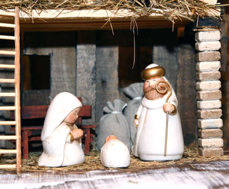 presepio: White Nativity statues with the Holy Family Stock Photo