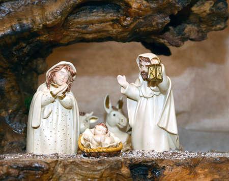 heilige familie: Wei� Krippenfiguren mit der Heiligen Familie