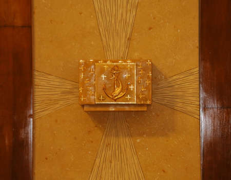 tabernacle: Tabernacle in gold with the consecrated host into a European Church