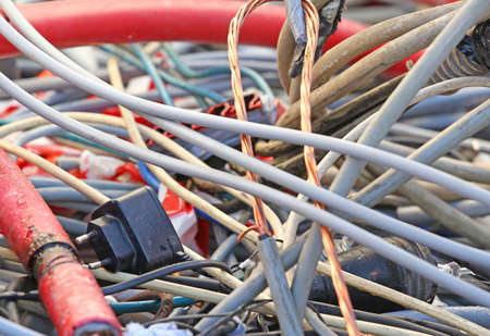 cables electricos: transformador y cables el�ctricos en un vertedero para el reciclaje