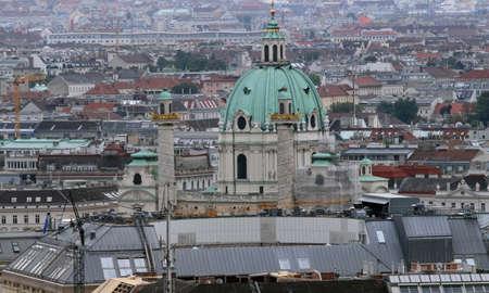 demografia: Vista a�rea de la ciudad de Viena con la iglesia y la c�pula