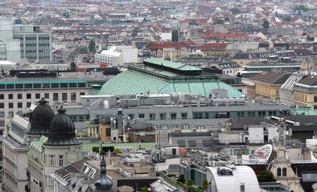 demografia: Vista a�rea de la ciudad de Viena con el teatro de la �pera