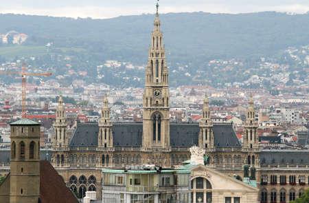demografia: Vista a�rea de la ciudad de viena con Rathaus en austria Foto de archivo