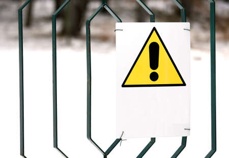 raum weiss: Warnung Gefahr Zeichen gelb mit wei�en Raum zu schreiben Lizenzfreie Bilder
