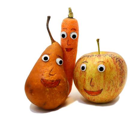 occhi grandi: PEAR e carota e una mela con occhi molto grandi Archivio Fotografico