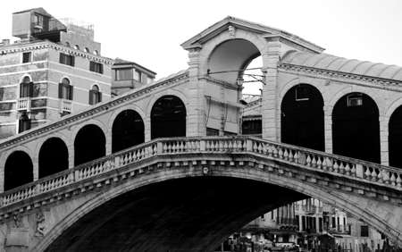 rialto bridge: Rialto Bridge and the Grand Canal in Venice