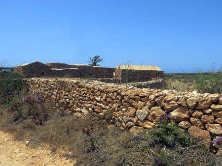 campesinas: Casas campesinas antiguas de piedra en Sicilia Italia Foto de archivo