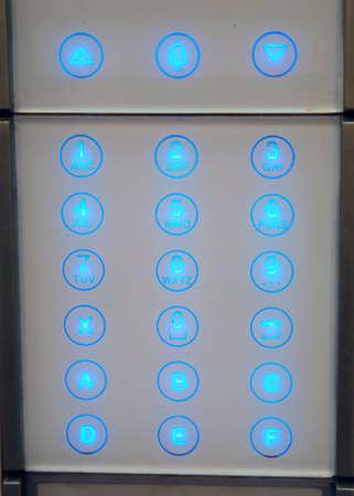 teclado numérico: un Panel de intercomunicación en el que introduce la contraseña secreta para acceder a una vivienda