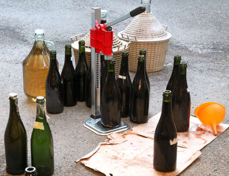 carboy: pour the wine in the backyard with the Carboy