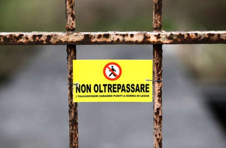 non marking: ban on crossing the border into Italy with written in Italian