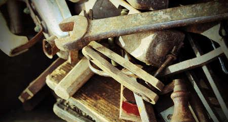 verzameling tools roest te koop in de antiekwinkel