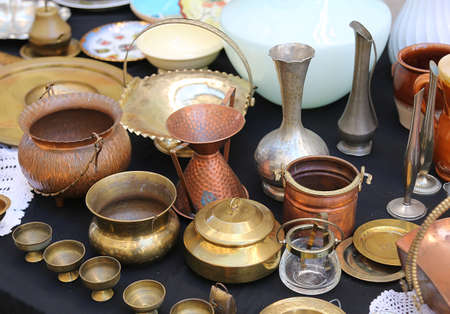 antique shop: antique copper pots precious and vintage furnishings for sale in the antique shop Stock Photo