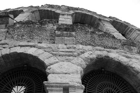 paredes exteriores: detalle de las paredes exteriores de la Arena romana en Verona en Italia