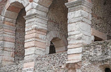 paredes exteriores: detalle de las paredes exteriores de la antigua Arena de Verona en Italia Foto de archivo