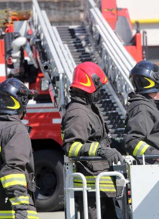 FIRE ENGINE: pompier de la cage du moteur de feu