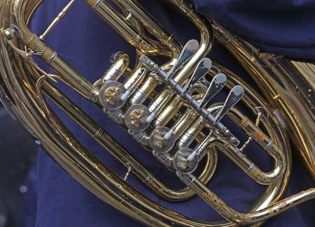 trombon: detalle del tromb�n del m�sico banda musical
