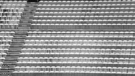 gradas estadio: stands y las gradas sin gente en el estadio de fútbol Foto de archivo