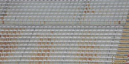 gradas estadio: gradas vac�as y las gradas sin gente en el estadio