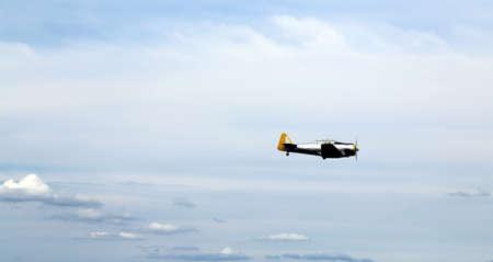 daring: plane flies into the sky and makes incredible daring stunts