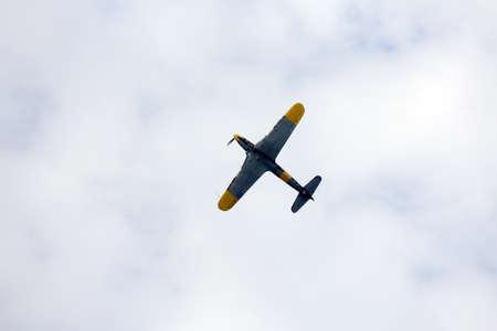 daring: great plane flies into the sky and makes incredible daring stunts