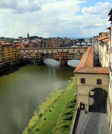 ponte vecchio: Florence Italy houses and shops in the ancient bridge called Ponte Vecchio over River Arno Editorial
