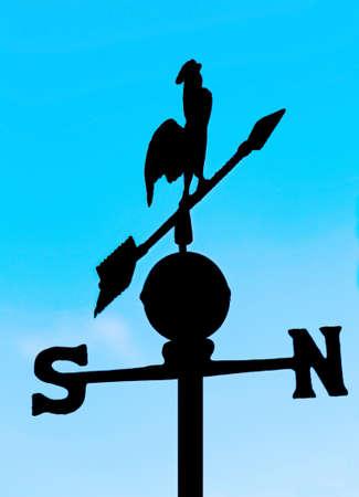 puntos cardinales: sombra veleta para medir la direcci�n del viento con un gallo y los puntos cardinales