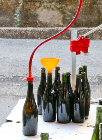 beer bottle: bottling and decanting of wine from the Carboy bottles at home