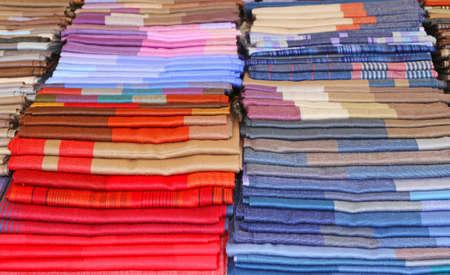 sciarpe: sciarpe e stole e tessuti per vendita nel negozio italiano