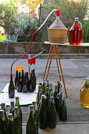 brew house: bottling and decanting of wine from the Carboy bottles at home