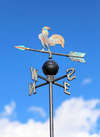 puntos cardinales: veleta vintage para medir la dirección del viento con los puntos cardinales