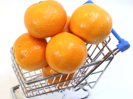 caddie: small shopping cart with many clementines and tangerines