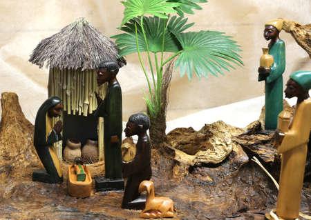 african scène de la nativité avec bébé jésus joseph et mary dans une cabane de Noël