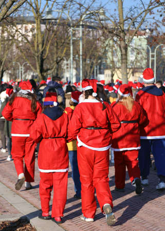 babbo natale: many people dressed as Santa Claus during the race in the city during the Christmas period