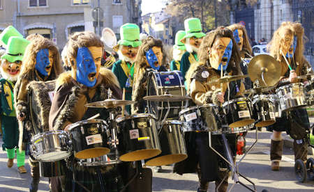 carnevale: Vicenza, Italy. 15th January 2016. Euro-Carnival 2016 and XXIII Guggenmusik Festival. Thousands of musicians from Europe dressed in mask and costume parade in the city street