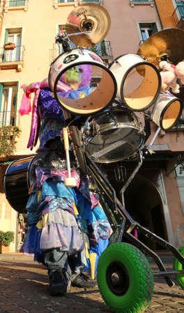 musik: Vicenza, Italy. 15th January 2016. Euro-Carnival 2016 and XXIII Guggenmusik Festival. Thousands of musicians from Europe dressed in mask and costume parade through the streets of the city center Editorial