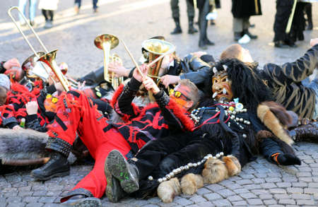 musik: Vicenza, Italy. 15th January 2016. Euro-Carnival 2016 and XXIII Guggenmusik Festival. Thousands of musicians from Europe dressed in mask and costume parade through the streets Editorial