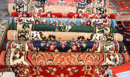 trabajo manual: preciosas antiguas alfombras de lana de colores hechos a mano en el Medio Oriente