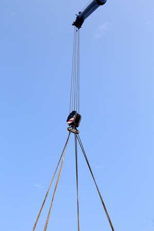 polea: polea gigante con cables de acero resistente Foto de archivo