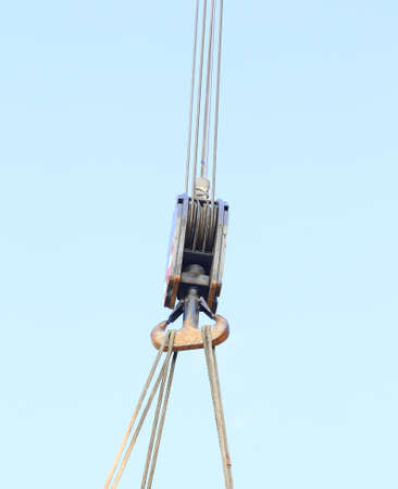 loads: pulley with sturdy steel cables to lift heavy loads during loading Stock Photo