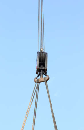 robustness: giant pulley with sturdy steel cables to lift heavy loads Stock Photo
