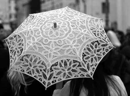 trabajo manual: retro umbrella all hand-decorated with lace doilies and two women