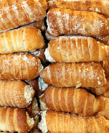 cannoli pastry: many cannoli with pastry cream for sale in Italian pastry Stock Photo